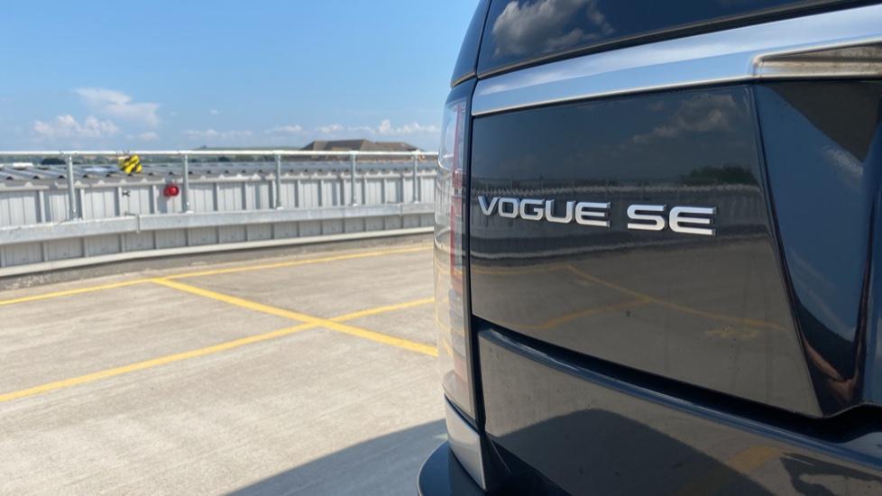 Land Rover Range Rover 3.0 TDV6 Vogue SE 4dr - Privacy glass, Meridian Surround Sound System, Rear Camera image 21