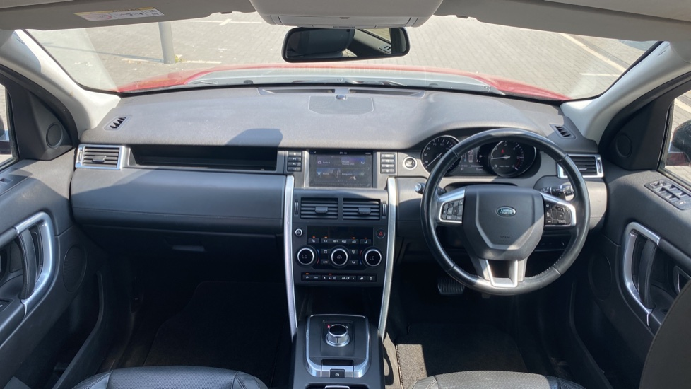 Land Rover Discovery Sport 2.0 TD4 180 HSE Luxury 5dr image 9