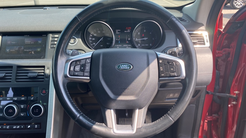 Land Rover Discovery Sport 2.0 TD4 180 HSE Luxury 5dr image 10