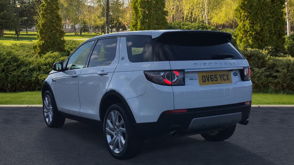 Land Rover Discovery Sport 2.0 TD4 180 HSE Luxury 5dr image 2
