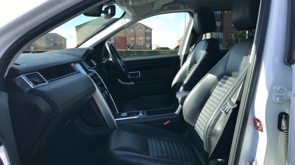 Land Rover Discovery Sport 2.0 TD4 180 HSE Luxury 5dr image 3