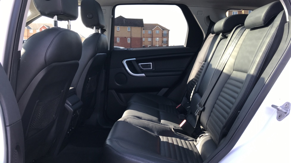Land Rover Discovery Sport 2.0 TD4 180 HSE Luxury 5dr image 4