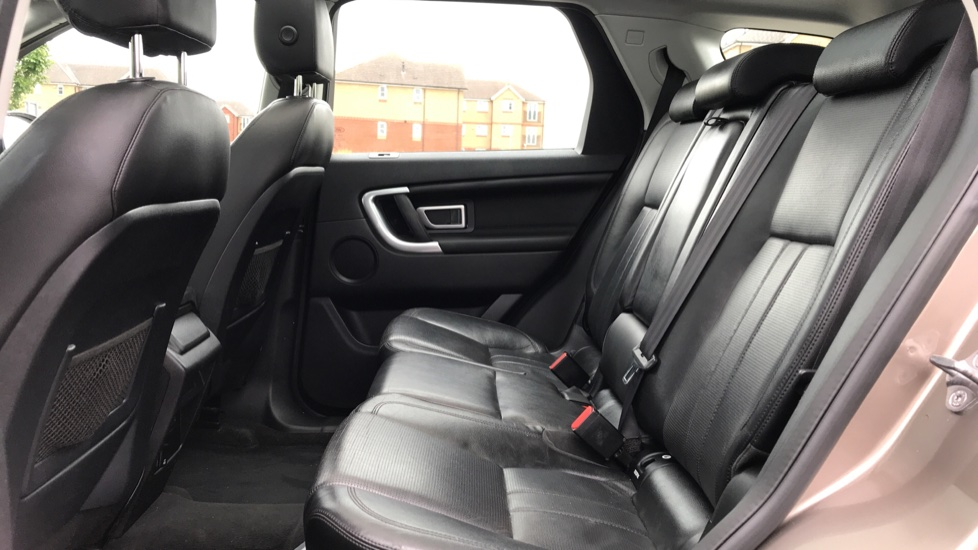 Land Rover Discovery Sport 2.0 TD4 180 HSE 5dr image 4