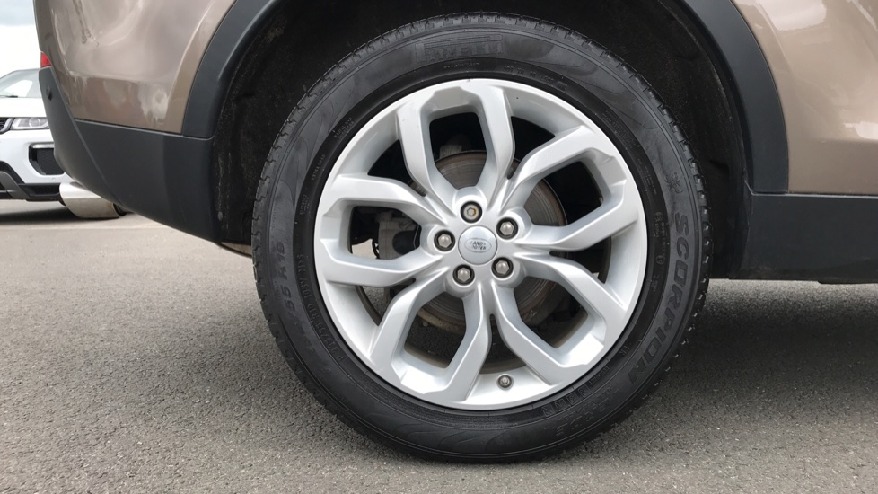 Land Rover Discovery Sport 2.0 TD4 180 HSE 5dr image 8