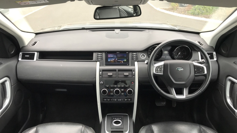 Land Rover Discovery Sport 2.0 TD4 180 HSE 5dr image 9