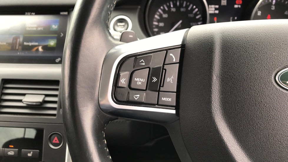 Land Rover Discovery Sport 2.0 TD4 180 HSE 5dr image 16