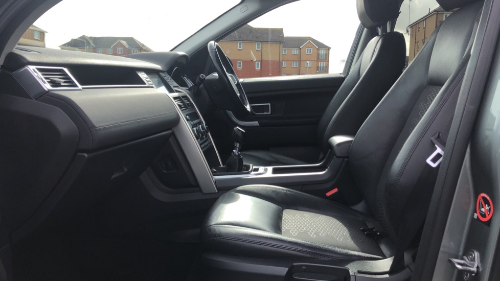 Land Rover Discovery Sport 2.2 SD4 SE Tech 5dr image 3