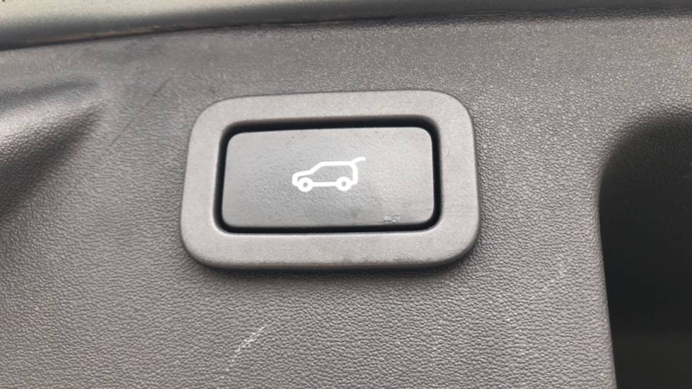 Land Rover Discovery Sport 2.2 SD4 SE Tech 5dr image 13