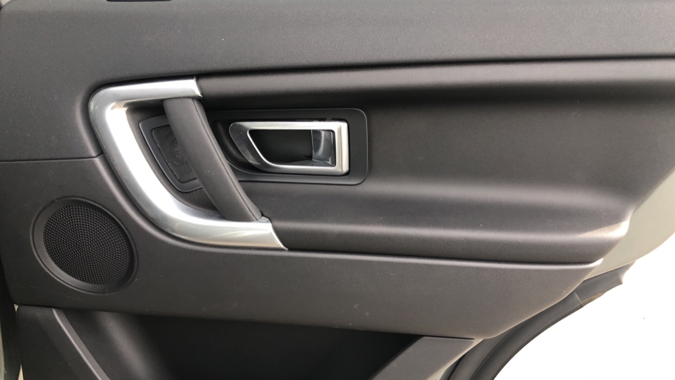 Land Rover Discovery Sport 2.2 SD4 SE Tech 5dr image 19