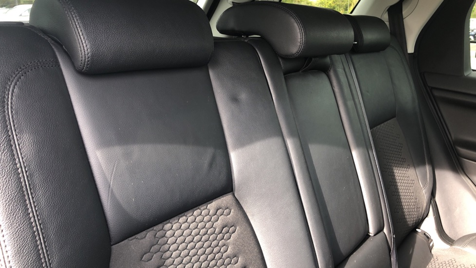 Land Rover Discovery Sport 2.2 SD4 SE Tech 5dr image 20