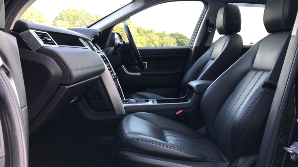 Land Rover Discovery Sport 2.0 TD4 180 HSE Rear Camera, Fixed panoramic roof image 3