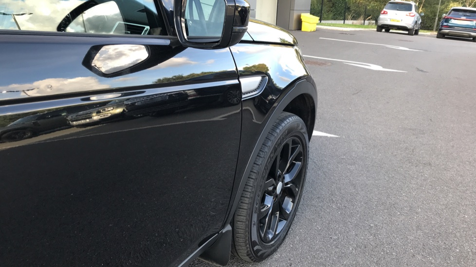 Land Rover Discovery Sport 2.0 TD4 180 HSE Rear Camera, Fixed panoramic roof image 15
