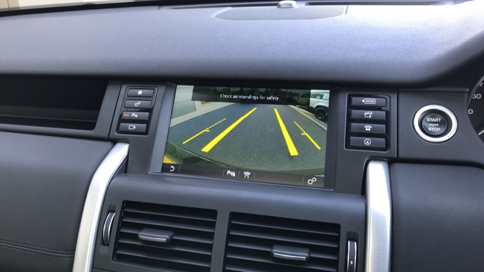 Land Rover Discovery Sport 2.0 TD4 180 HSE Rear Camera, Fixed panoramic roof image 16