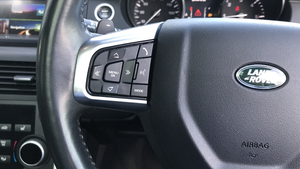 Land Rover Discovery Sport 2.0 TD4 180 HSE Rear Camera, Fixed panoramic roof image 18