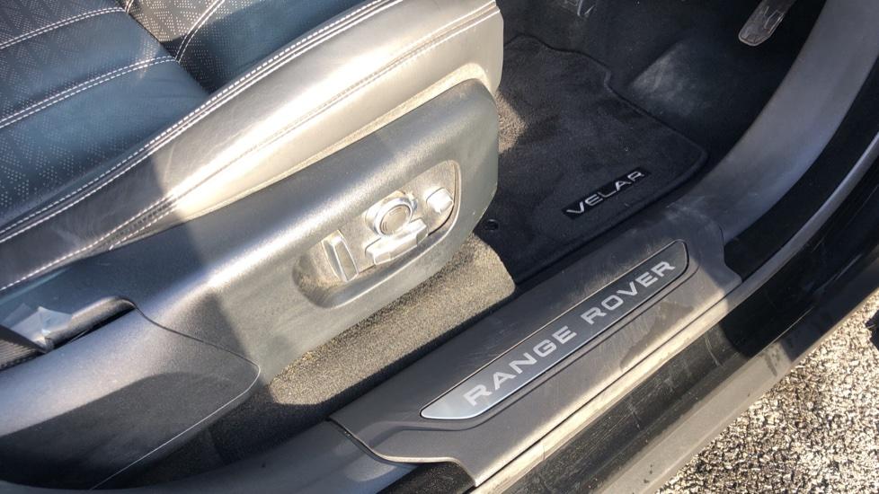 Land Rover Range Rover Velar 3.0 D300 HSE 5dr image 13