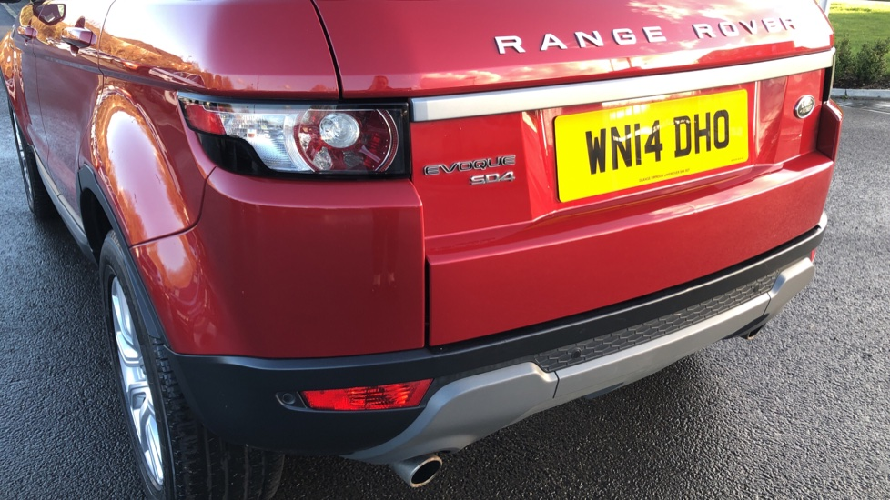 Land Rover Range Rover Evoque 2.2 SD4 Pure 5dr [Tech Pack] image 10