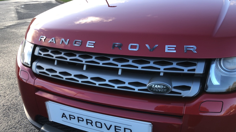 Land Rover Range Rover Evoque 2.2 SD4 Pure 5dr [Tech Pack] image 16