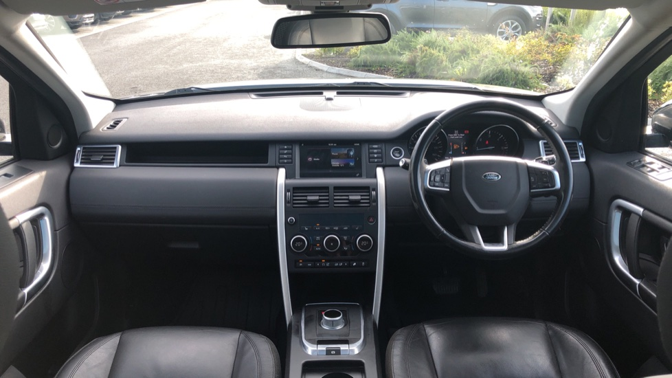 Land Rover Discovery Sport 2.0 TD4 180 SE 5dr image 9