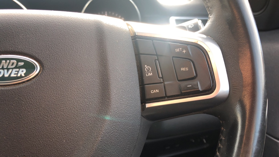 Land Rover Discovery Sport 2.0 TD4 180 SE 5dr image 22