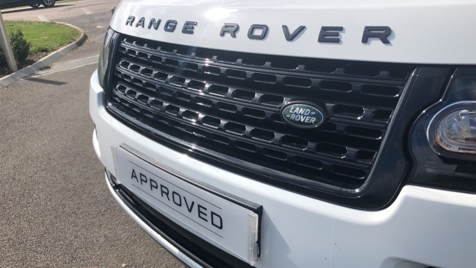 Land Rover Range Rover 3.0 TDV6 Vogue 4dr image 19
