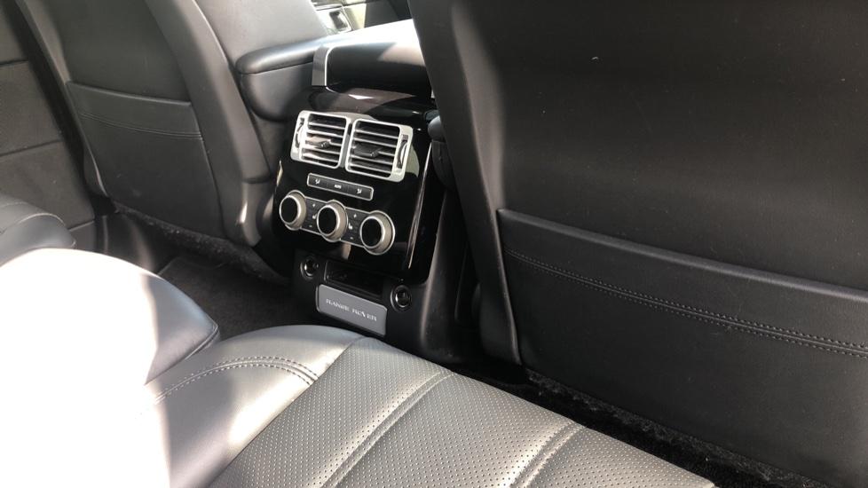 Land Rover Range Rover 3.0 TDV6 Vogue 4dr image 23