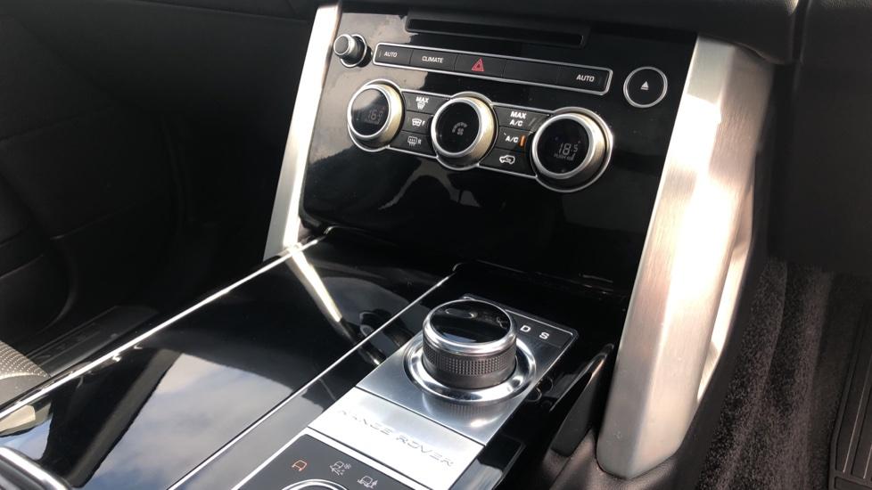 Land Rover Range Rover 3.0 TDV6 Vogue 4dr image 32