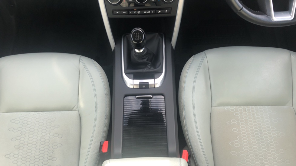 Land Rover Discovery Sport 2.0 TD4 SE Tech 5dr [5 Seat] image 19