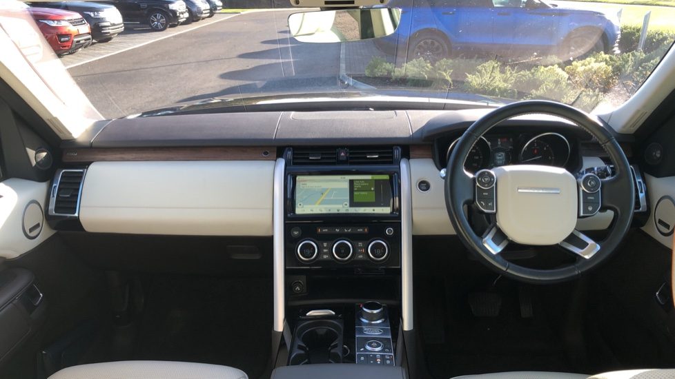 Land Rover Discovery 3.0 TD6 HSE Luxury 5dr image 9