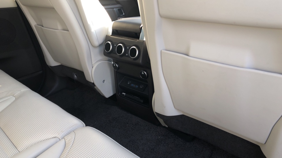 Land Rover Discovery 3.0 TD6 HSE Luxury 5dr image 22