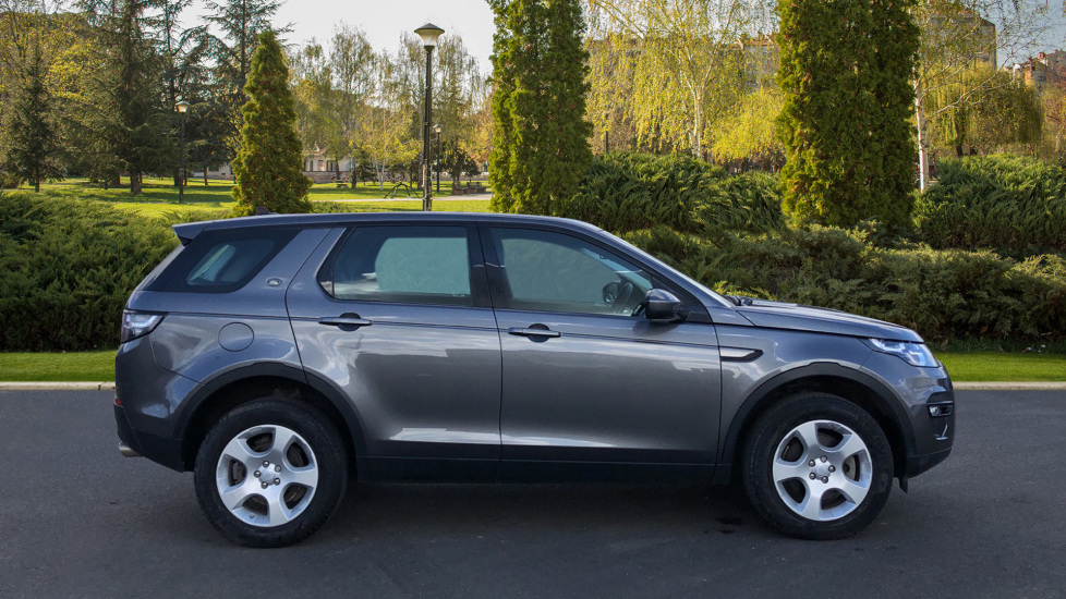 Land Rover Discovery Sport 2.0 TD4 SE Tech 5dr [5 Seat] image 5