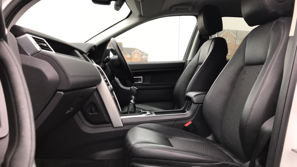 Land Rover Discovery Sport 2.0 TD4 180 SE Tech 5dr Heated Seats and Rear Camera image 3