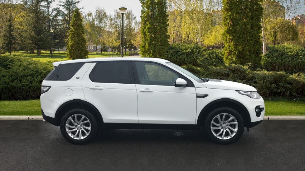 Land Rover Discovery Sport 2.0 TD4 180 SE Tech 5dr Heated Seats and Rear Camera image 5