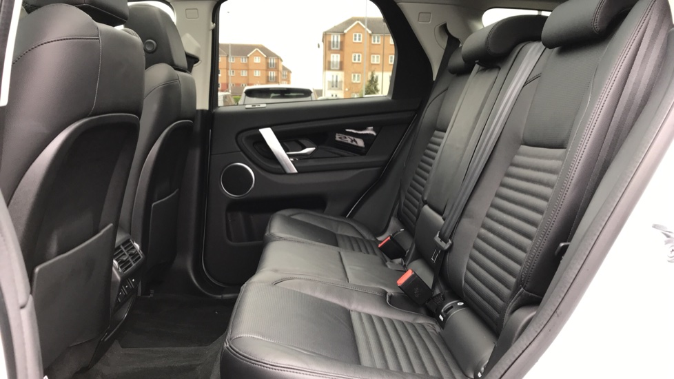 Land Rover Discovery Sport 2.0 D180 SE 5dr image 4