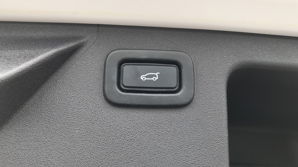Land Rover Discovery Sport 2.0 D180 SE 5dr image 22
