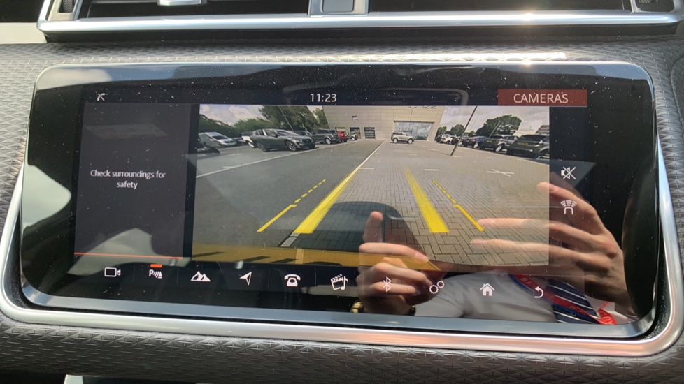 Land Rover Range Rover Velar 2.0 D240 R-Dynamic SE With Meridian Surround sound system and Rear view camera image 19