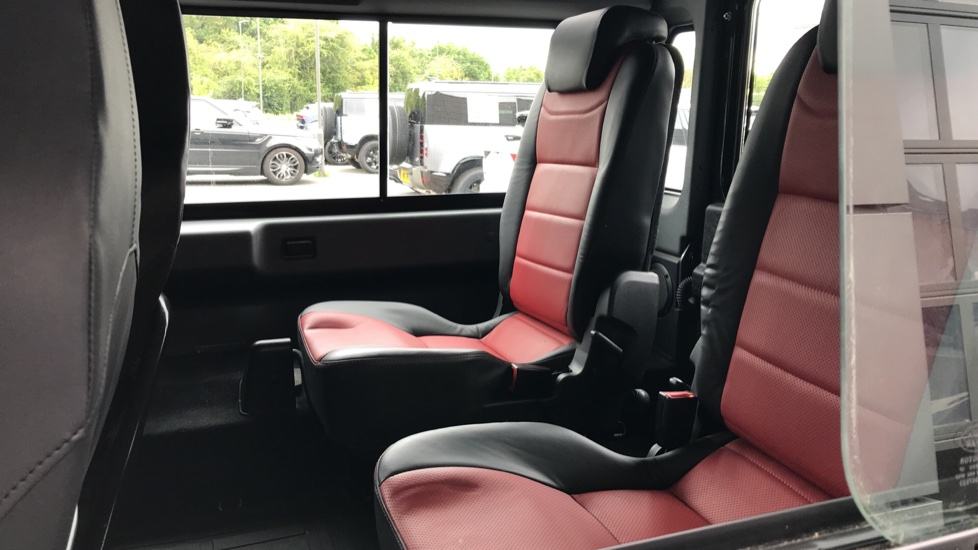 Land Rover Defender DEFENDER 90 ADVENTURE TD - Tinted glass, Convenience Pack, Heated front seats image 4