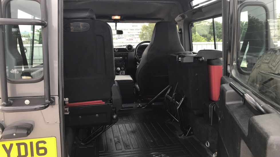 Land Rover Defender DEFENDER 90 ADVENTURE TD - Tinted glass, Convenience Pack, Heated front seats image 10