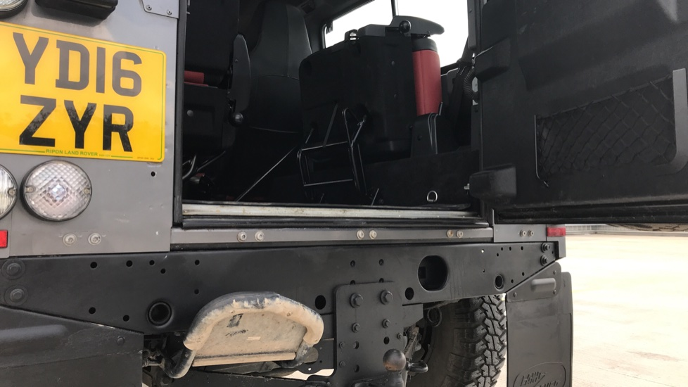 Land Rover Defender DEFENDER 90 ADVENTURE TD - Tinted glass, Convenience Pack, Heated front seats image 11