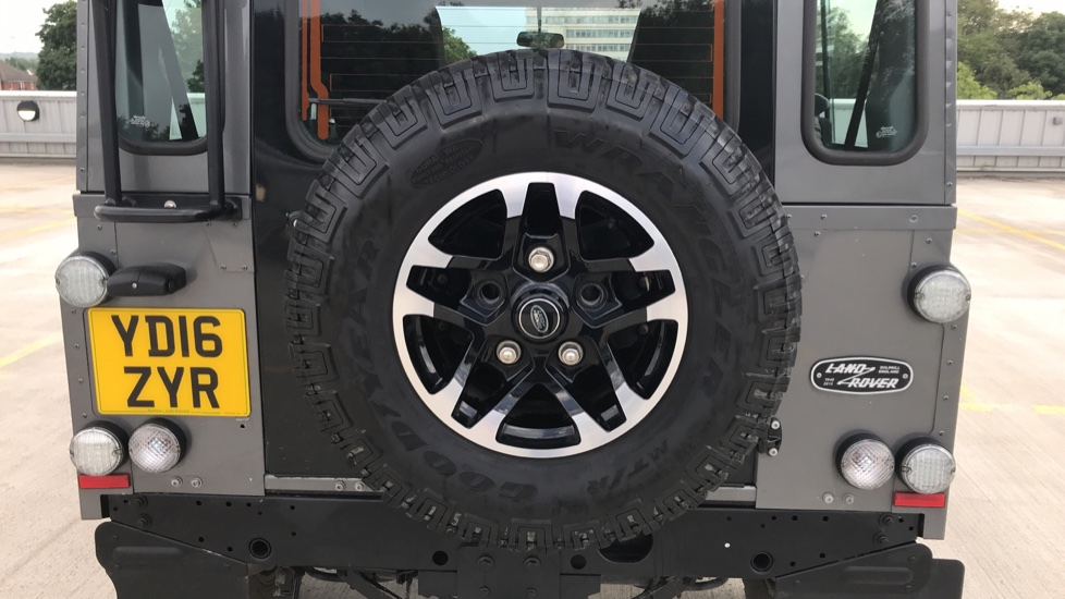 Land Rover Defender DEFENDER 90 ADVENTURE TD - Tinted glass, Convenience Pack, Heated front seats image 12