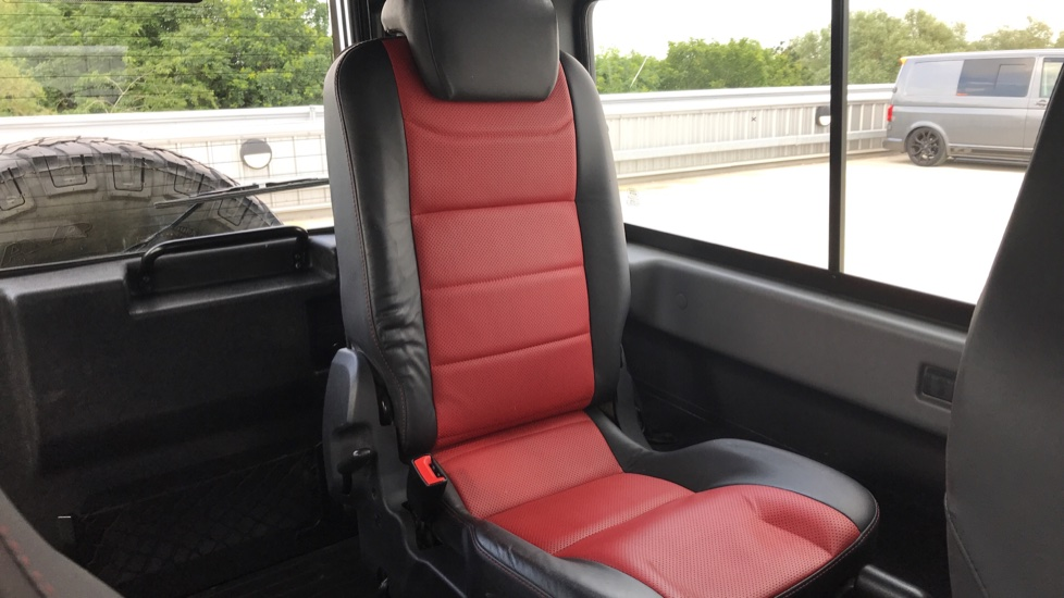 Land Rover Defender DEFENDER 90 ADVENTURE TD - Tinted glass, Convenience Pack, Heated front seats image 20