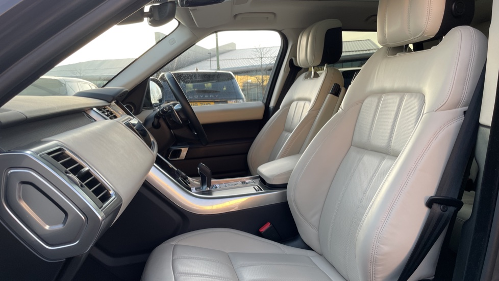 Land Rover Range Rover Sport 2.0 P400e HSE Dynamic 5dr Powered gesture tailgate, Heated front and rear seats image 3