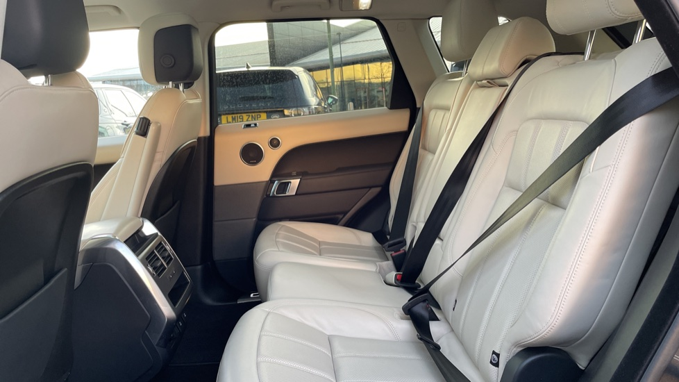 Land Rover Range Rover Sport 2.0 P400e HSE Dynamic 5dr Powered gesture tailgate, Heated front and rear seats image 4