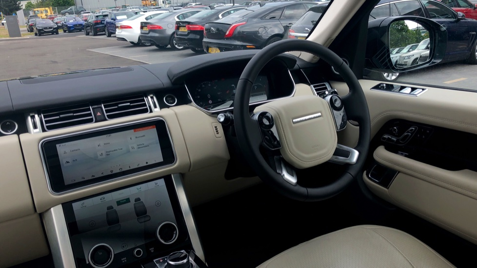 Land Rover Range Rover 3.0 SDV6 Vogue 4dr - Sliding Panoramic Roof - Privacy Glass -  image 27