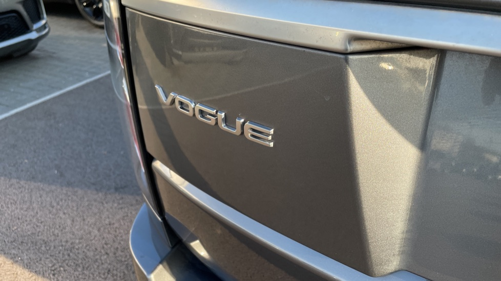 Land Rover Range Rover 3.0 SDV6 Vogue 4dr image 10