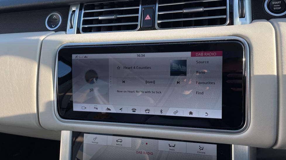 Land Rover Range Rover 3.0 SDV6 Vogue 4dr image 23