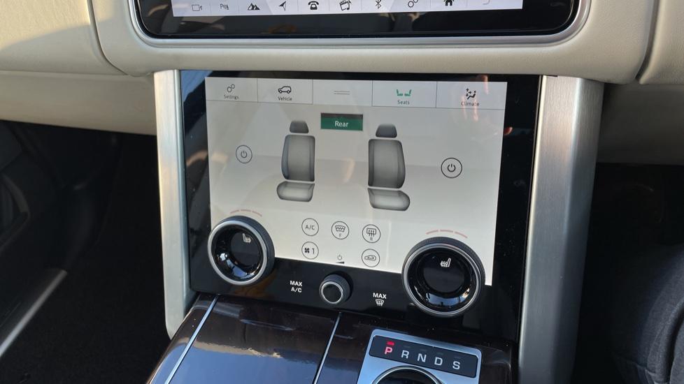 Land Rover Range Rover 3.0 SDV6 Vogue 4dr image 33
