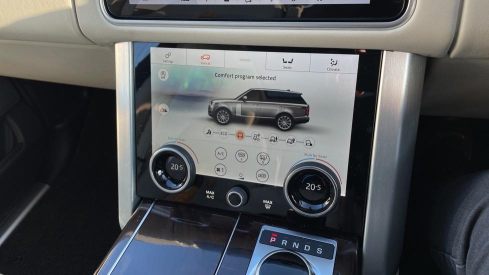 Land Rover Range Rover 3.0 SDV6 Vogue 4dr image 35