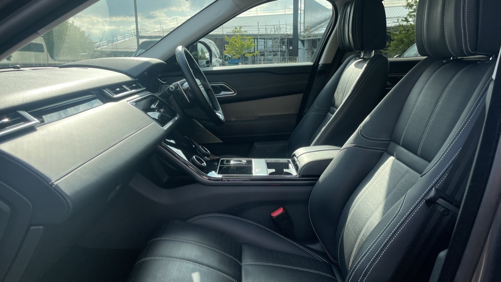 Land Rover Range Rover Velar 2.0 D240 HSE Electrically deployable tow bar Sliding panoramic roof image 3
