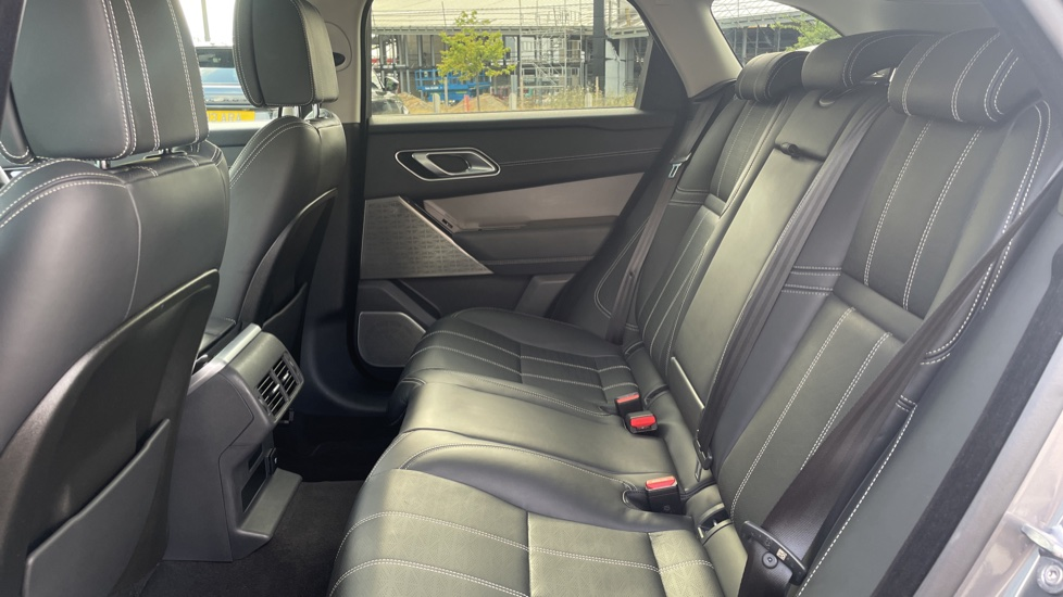 Land Rover Range Rover Velar 2.0 D240 HSE Electrically deployable tow bar Sliding panoramic roof image 4