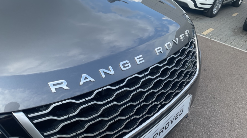 Land Rover Range Rover Velar 2.0 D240 HSE Electrically deployable tow bar Sliding panoramic roof image 11